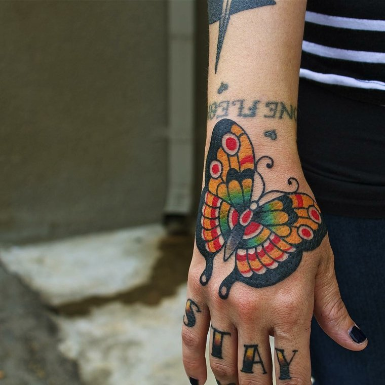 mariposa-grande-mano-colorido-diseno