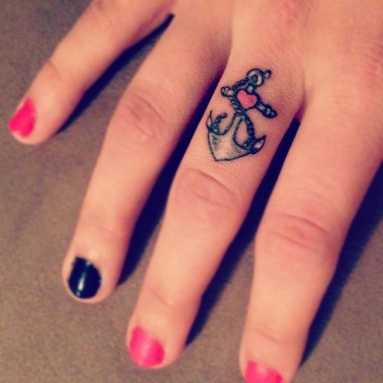 mejores-tatuajes-dedos-mano-ancla-corazon