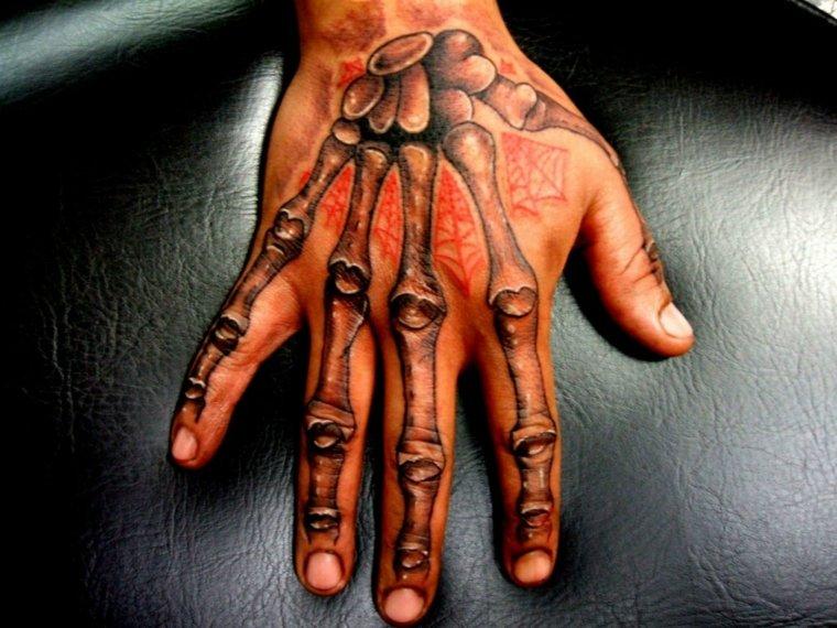 mejores-tatuajes-dedos-mano-esqueleto