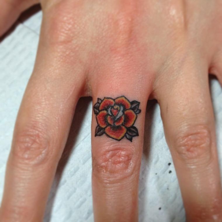 mejores tatuajes-dedos-mano-flor-bella