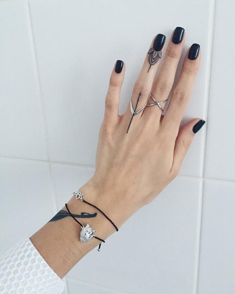 mejores-tatuajes-dedos-mano-ideas-chicas