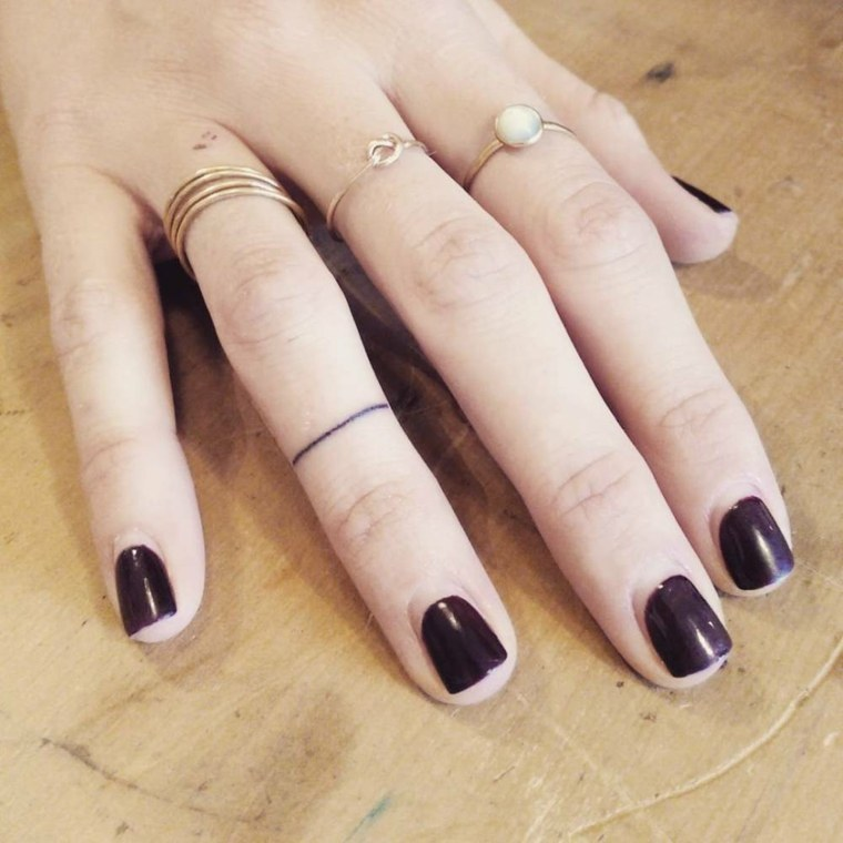 mejores-tatuajes-dedos-mano-raya