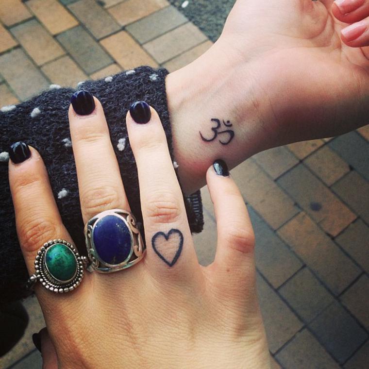 mejores-tatuajes-dedos-opciones-corazon-ideas