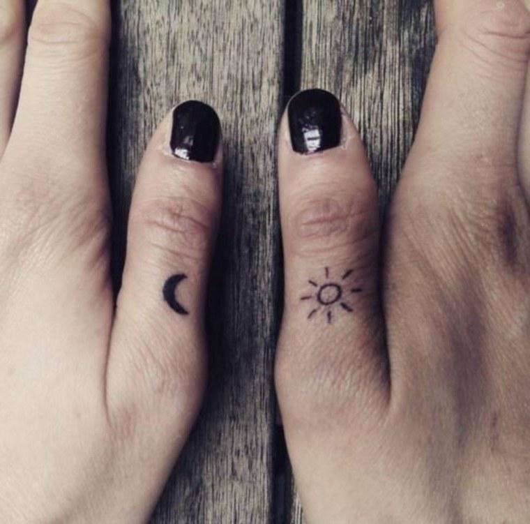 mejores-tatuajes-dedos-opciones-luna-sol