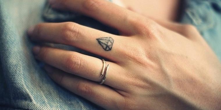 mejores-tatuajes-dedos-opciones-piedra-preciosa