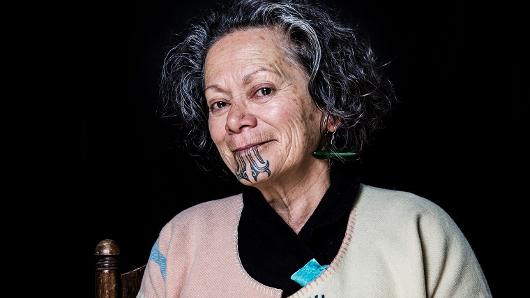 mujer-maori-tatuaje-barbilla-opciones