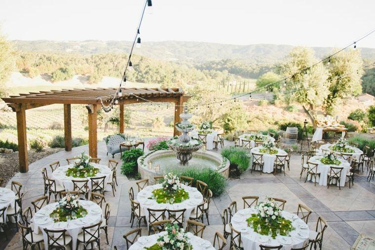 patio con mesas