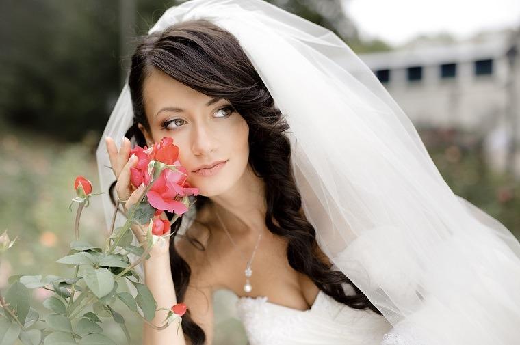 peinados de boda velo flor en jardines