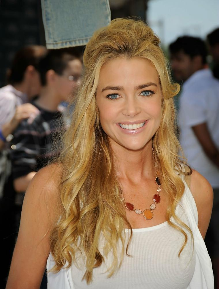 pelo-largo-rizos-Denise-Richards