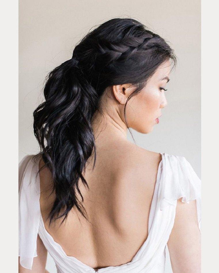 pelo negro cola espalda alargado ondulado