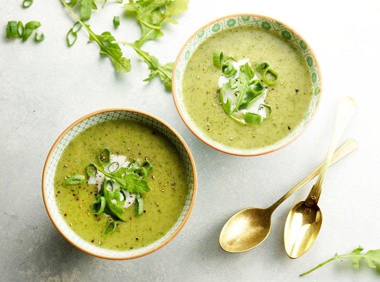 recetas sanas-bajas-calorias-opciones-rucula-sopa