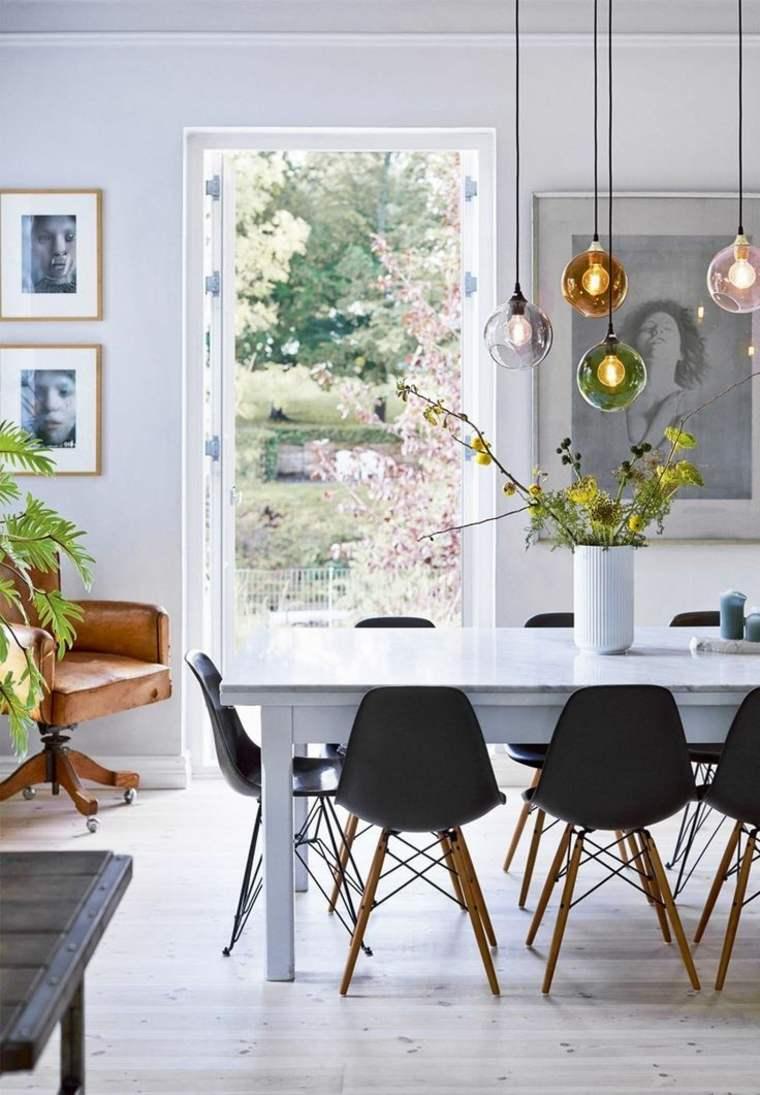 bonita mesa blanca