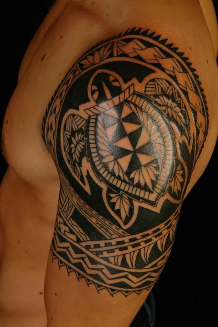 diseño de tatuaje maorí para hombre