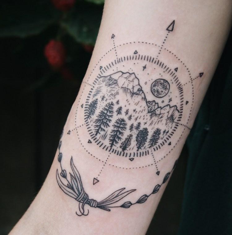 tatuaje dibujo bonito compas montanas