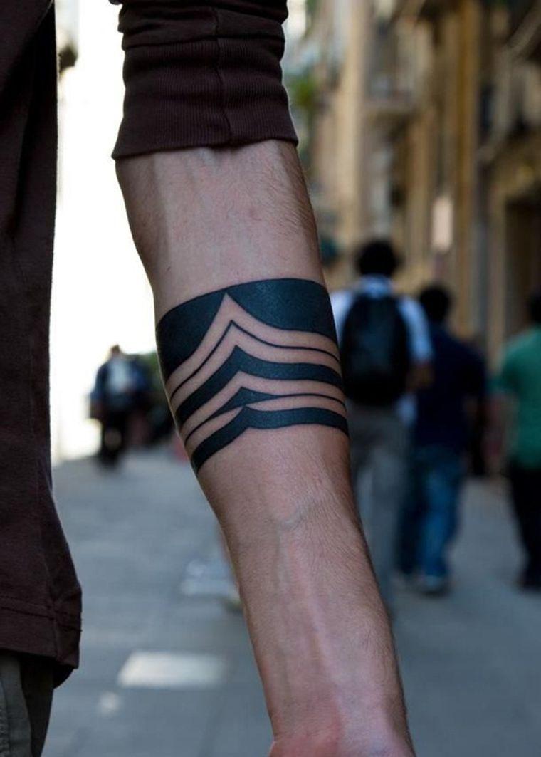 tatuaje-mano-maori-estilo-moderno