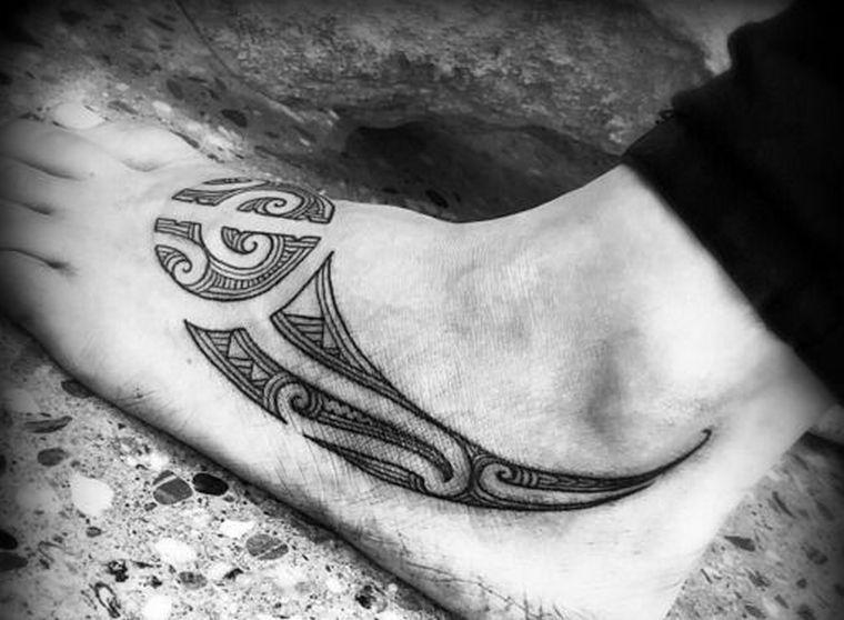 tatuaje-maori-pie-disenos-modernos
