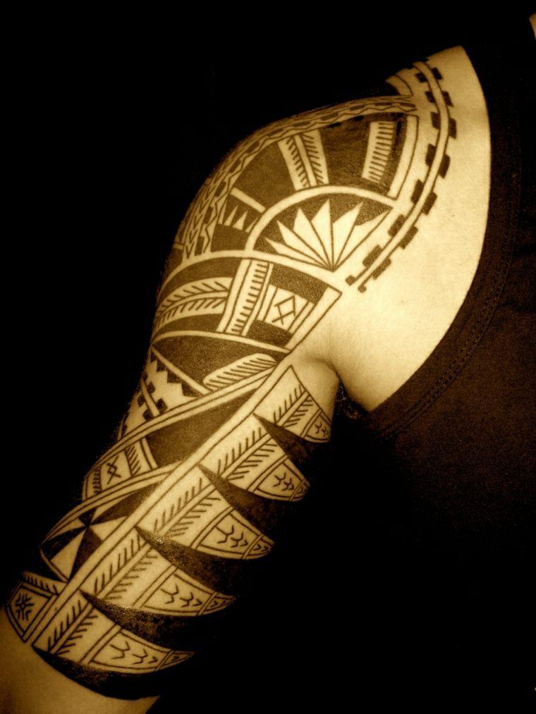 tatuaje maorí para hombre