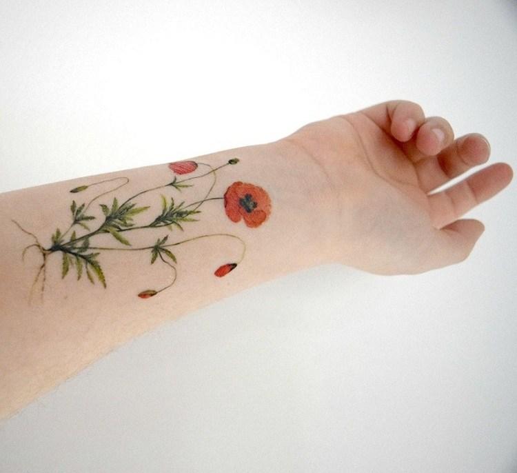 tatuajes-de-flores-femeninos-ideas-manos