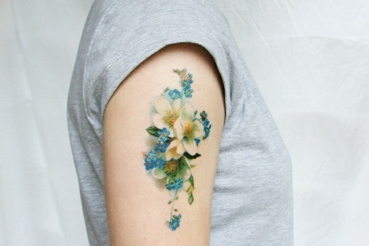 tatuajes-de-flores-mano-opciones-acuarelas-ideas