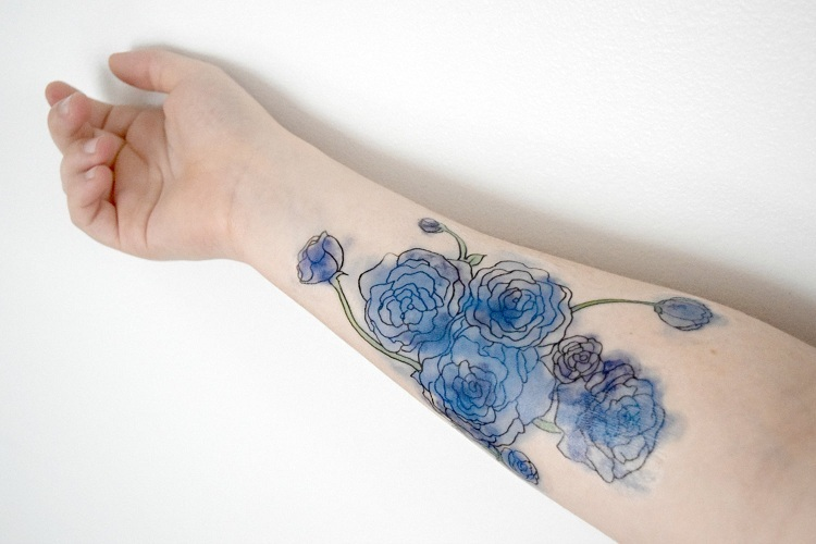 tatuajes-de-flores-mano-opciones-bellas-acuarelas