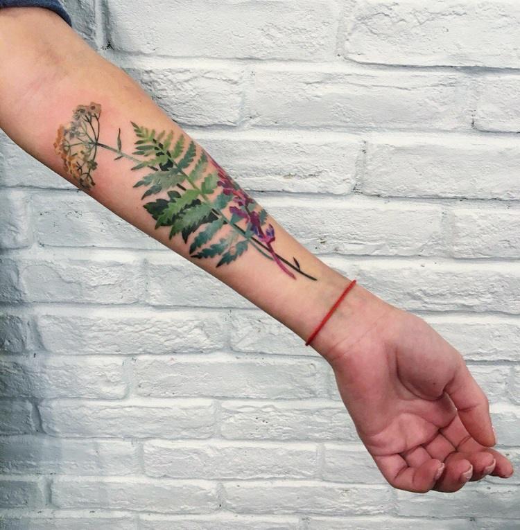 tatuajes de flores-mano-opciones-disenos-bellos