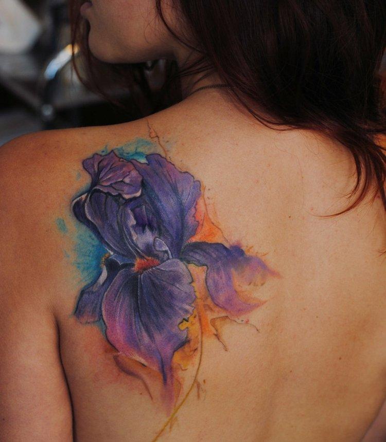tatuajes de flores-mano-opciones-motivos-acuarelas