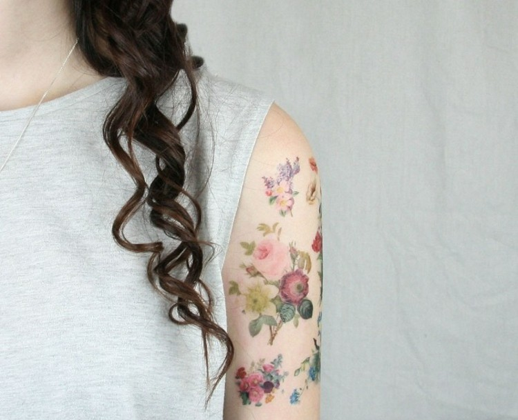 tatuajes de flores-mano-opciones-mujeres-ideas