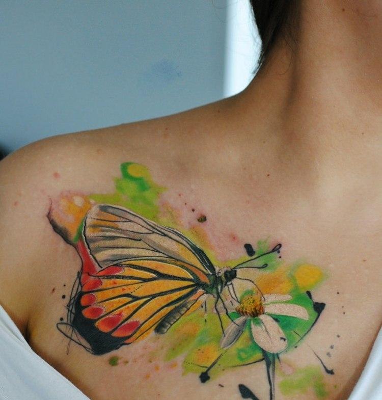 tatuajes de flores-mano-opciones-rosa-mariposa