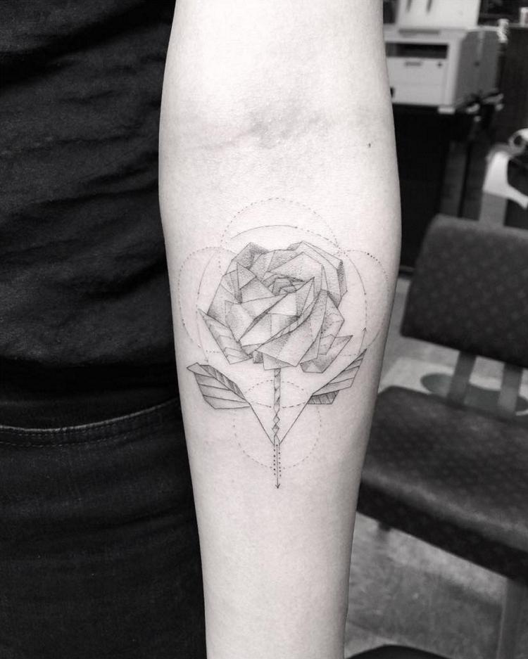 tatuajes-de-rosas-estilo-geometrico-filigrina