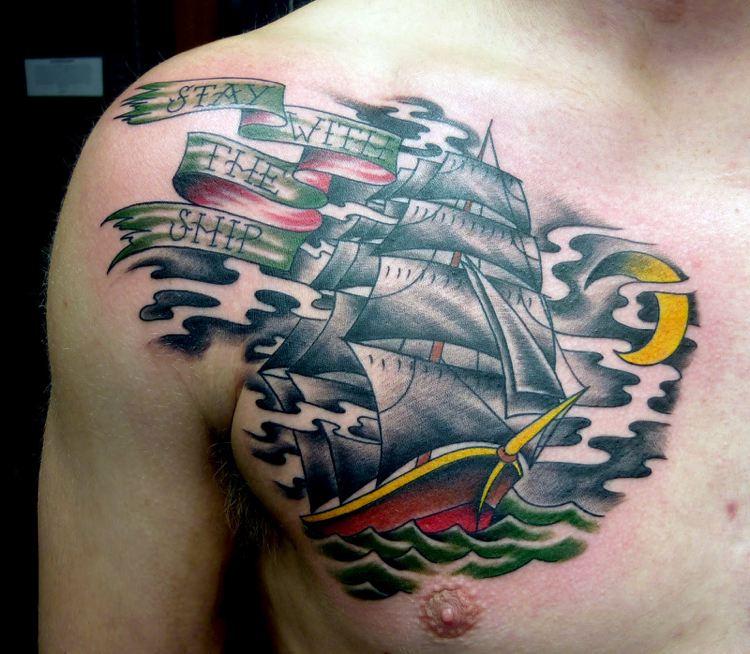tatuajes en el pecho nave colores texto