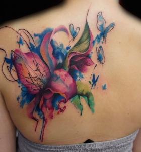 tatuajes-grandes-espalda-flores-acuarela