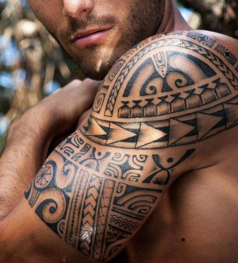 tatuajes maoríes significado motivos-hombro