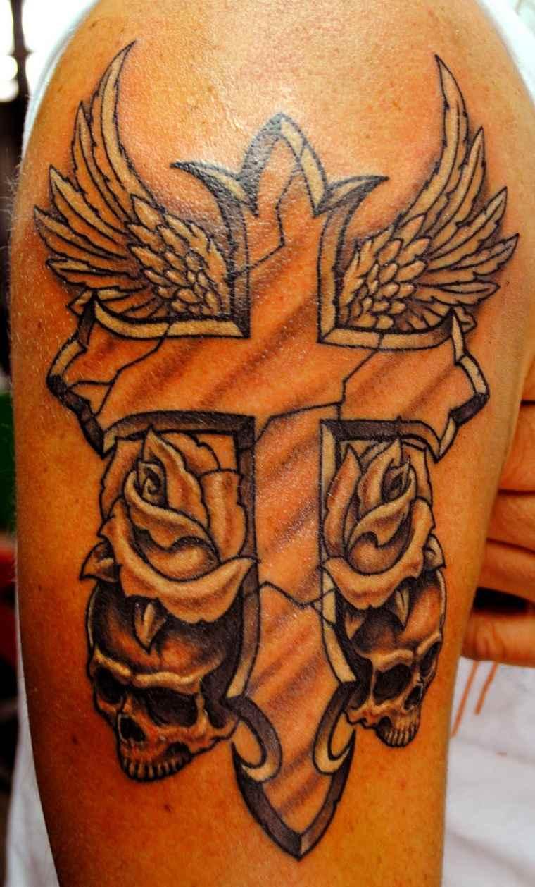 tatuajes-originales-para-hombres-cruz-calaveras