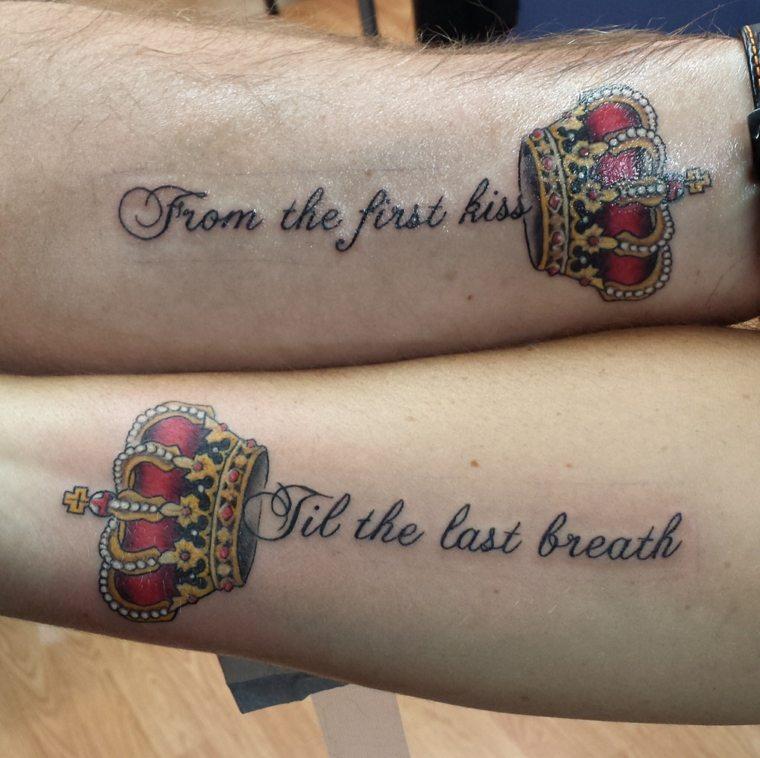 tatuajes para parejas-coronas-frases