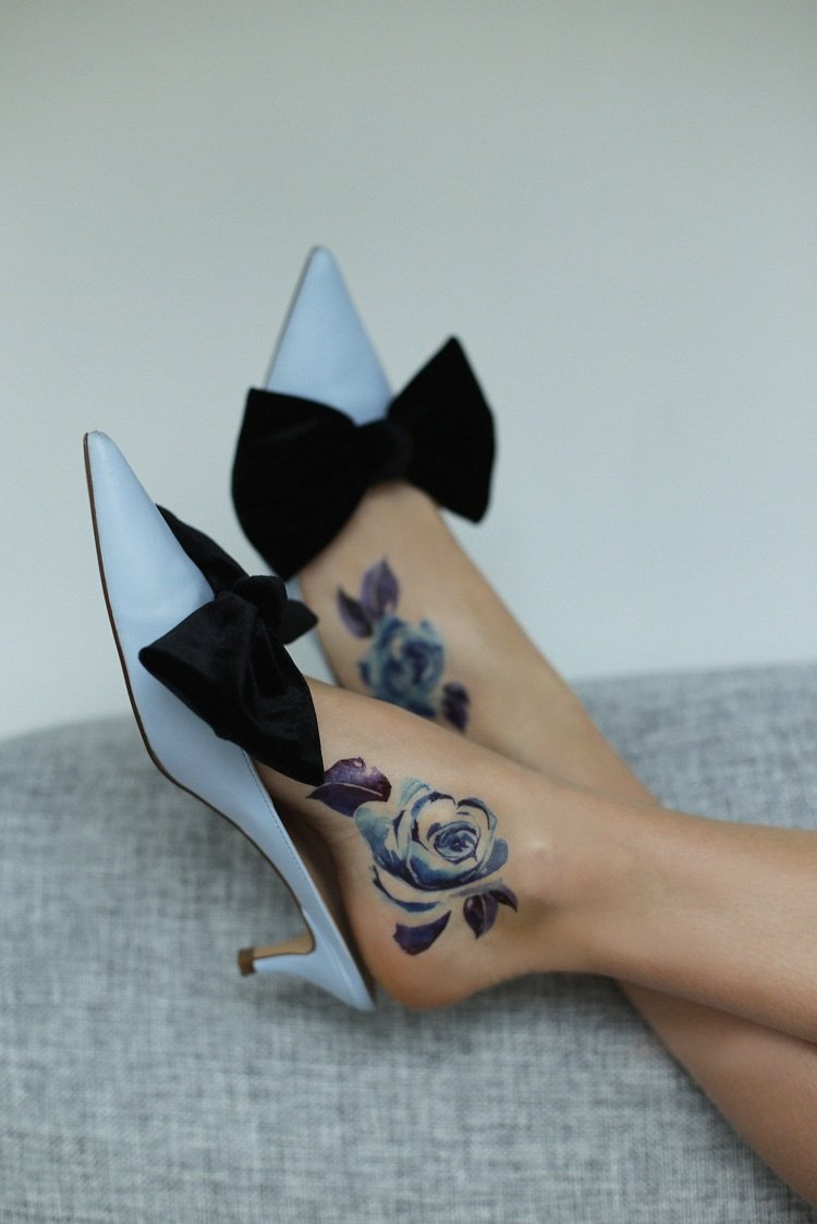 tatuajes-pie-flores-acuarela-disenos