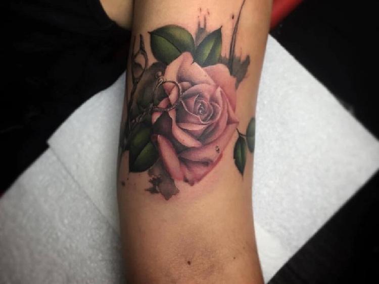tatuajes-rosas-estilo-modero