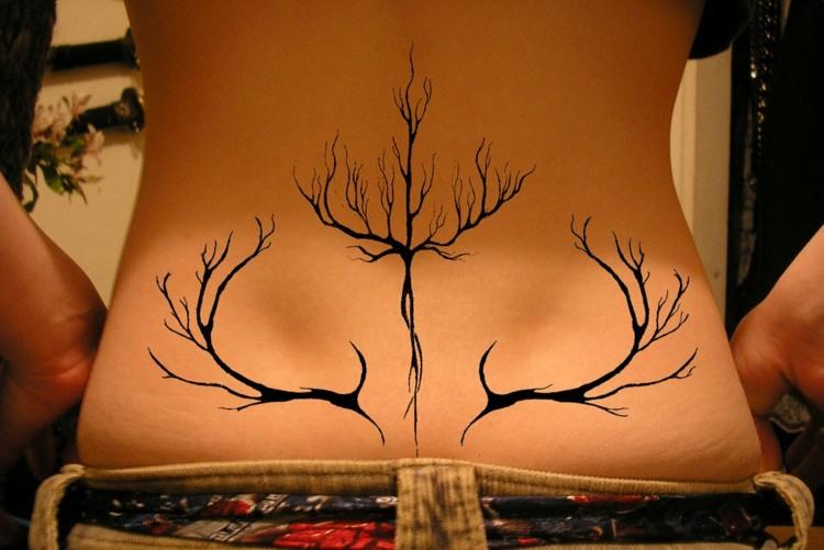 tinta negra tatuada espalda