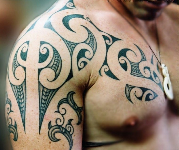 original diseño de tatuaje maorí para hombre