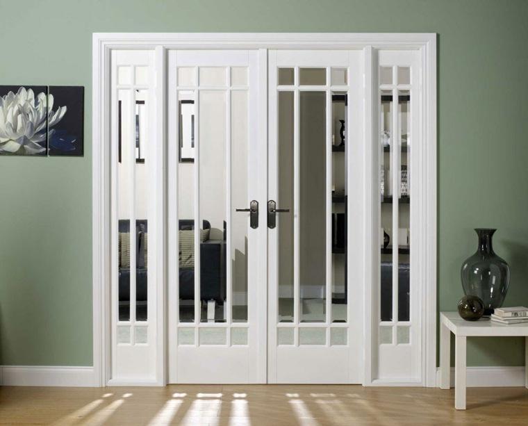 puertas blancas con espejo