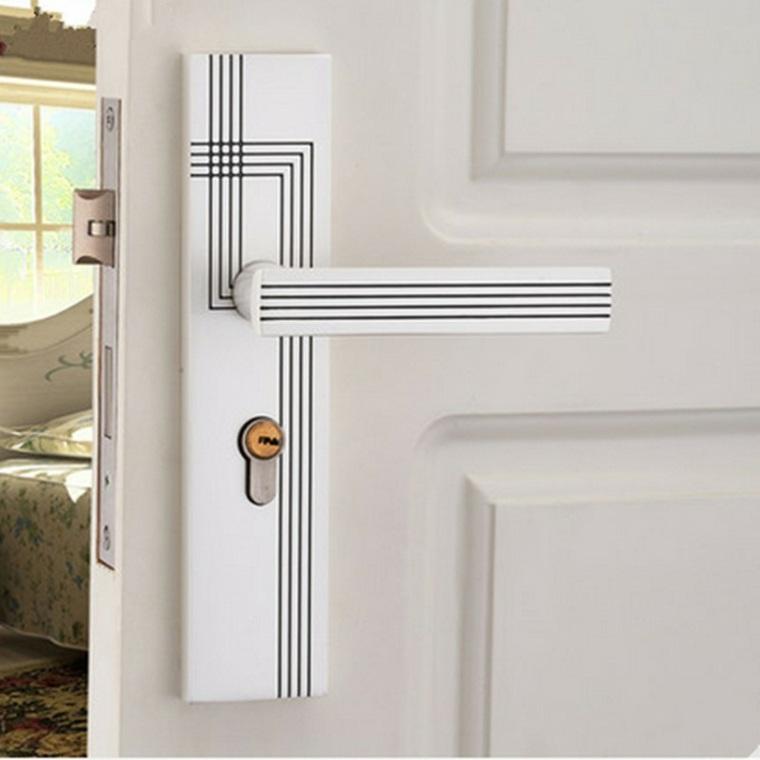 puertas blancas de estilo minimalista