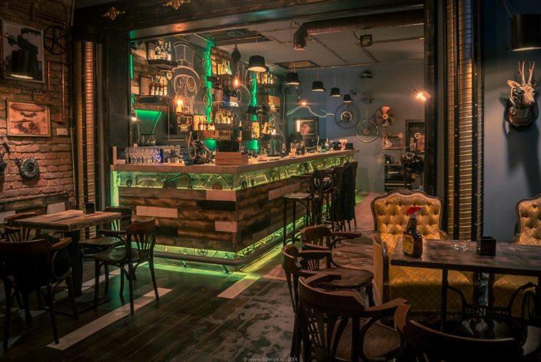 interior de bar steampunk