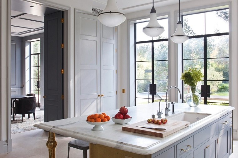 cocina-diseno-abierto-puertas-grandes-Studio-William-Hefner
