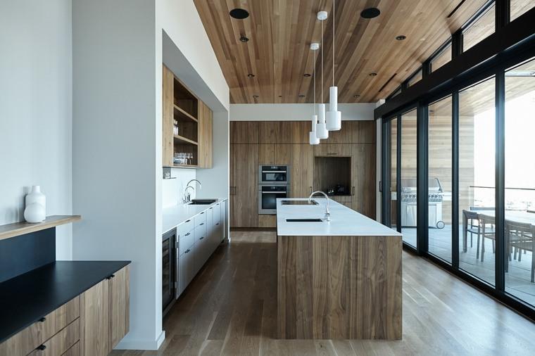 cocina-luminosa-isla-grande-madera-diseno