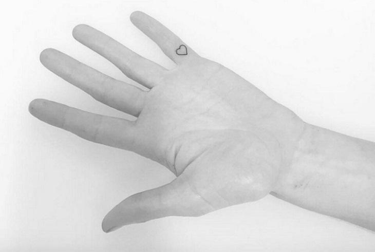 dedos tatuajes sencillos corazon
