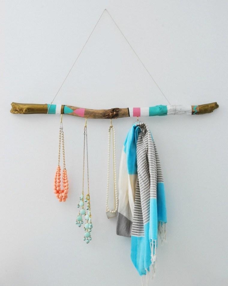 diy-decoracion-soporte-collares-palo-madera