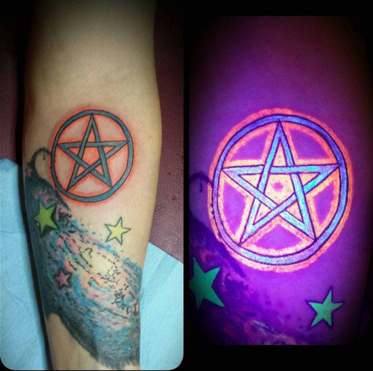 efecto tinta luminica tatuajes