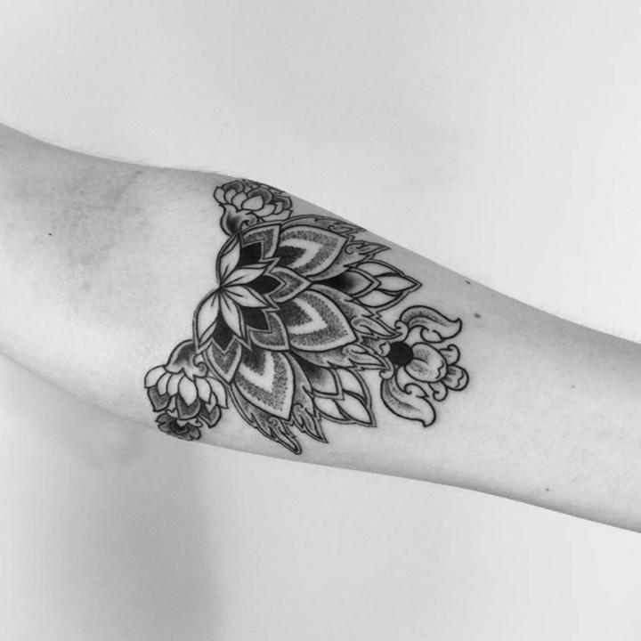 flor detalle tribal tatuaje