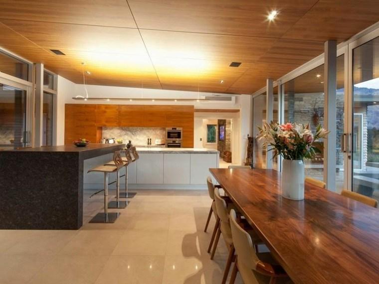 fotos-de-cocina-plano-abierto-comedo-mesa-grande-madera