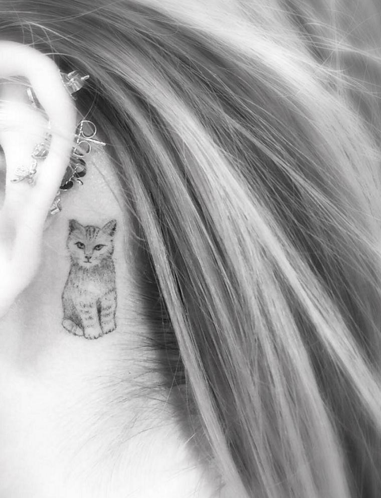 gato-detras-oreja-tatuajes-mujer
