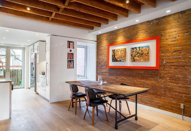 mesa con superficie de madera